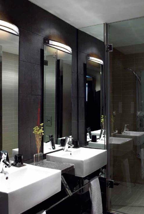 Leds c4 toilet aplique ba o 8w leds c4 lamparas y luz - Aplique de bano ...